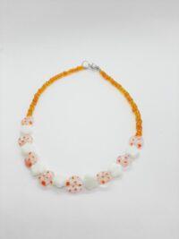 Kettinkje, oranje, bloemen