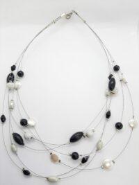 Zwevende ketting, zwart/wit, glaskralen, kunststof kralen