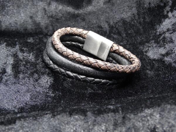 drie strengen leer, bruin en zwart, armband, magneetsluiting